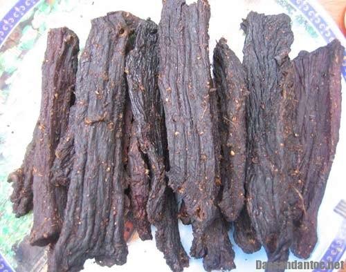 thit gac bep sunmart1 - Nhận xét của khách hàng khi mua thịt trâu gác bếp tại Đặc sản Hoàng Lâm