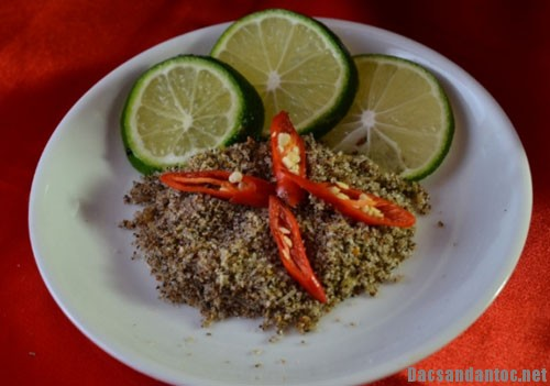 gioi thieu mon cham cheo - Top 10 món ăn nổi tiếng không nên bỏ qua khi du lịch Lào Cai