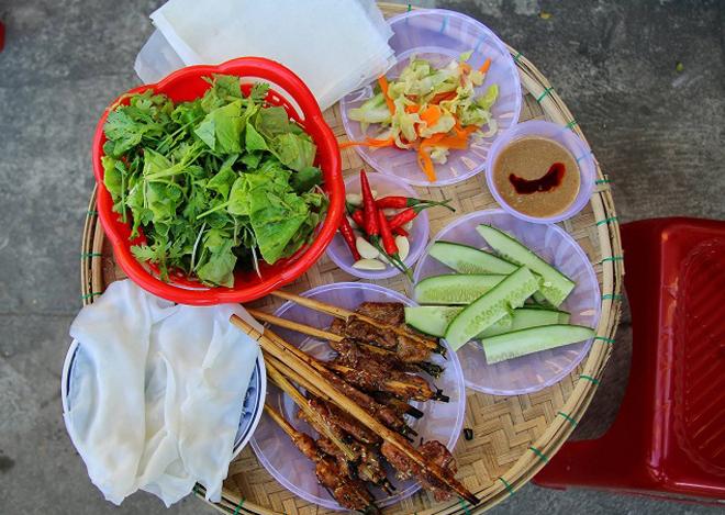 dac san hoi an 1 - Top 10 món ăn nổi tiếng không nên bỏ qua khi du lịch Hội An