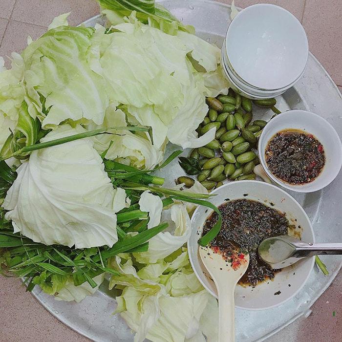Bắp cải cuốn nhót xanh - Đặc sản Điện Biên