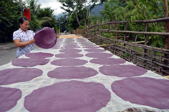 cách làm bánh khảu xén – dạc sản của nguòi thái ỏ diẹn bien 1 - Cách làm bánh khẩu xén – đặc sản của người Thái ở Điện Biên