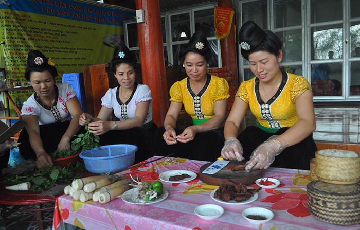 dac sac huong vi am thuc thai dien bien - Tự làm thịt gác bếp ngon sạch đón Tết