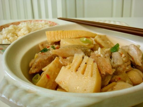 Măng chua nấu thịt gà