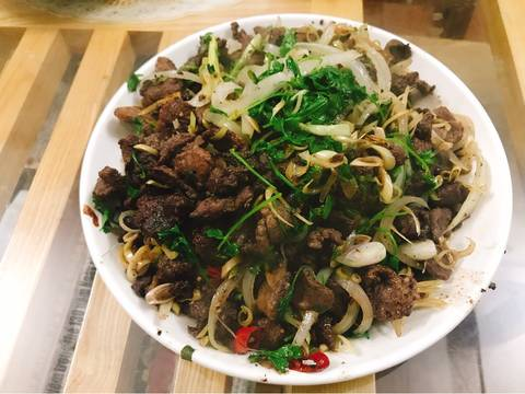 thit lon loi xao lan mac khen 2 - Thịt lợn lòi xào lăn mắc khén