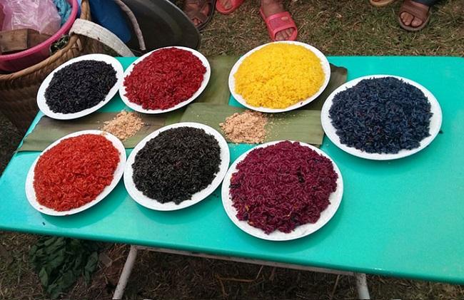 Xôi bảy màu là Top 10 đặc sản Lào Cai thưởng thức một lần nhớ mãi