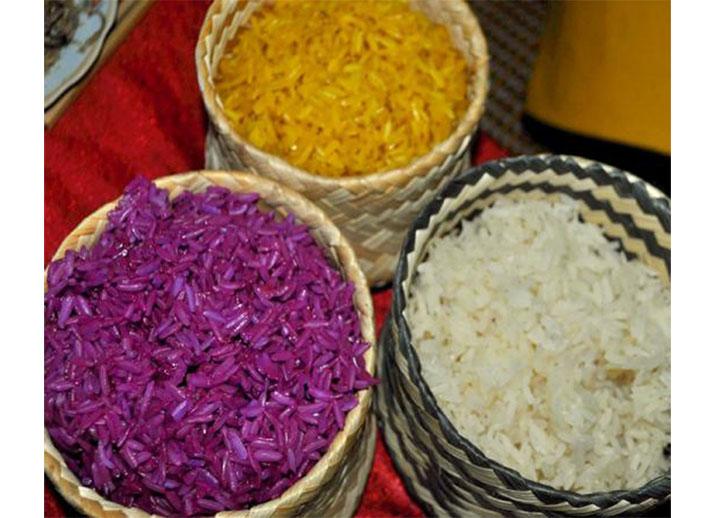 Màu sắc của xôi phụ thuộc vào nguyên liệu tạo màu là các loại lá, quả, củ.