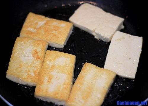 cach lam dau phu chien tam vung gian di ma ngon 1 - Cách làm đậu phụ chiên tẩm vừng giản dị mà ngon