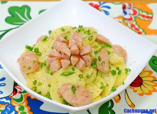 cach lam khoai tay xao xuc xich ngon tuyet - Hướng dẫn làm món súp gà nấm nóng hổi và bổ dưỡng