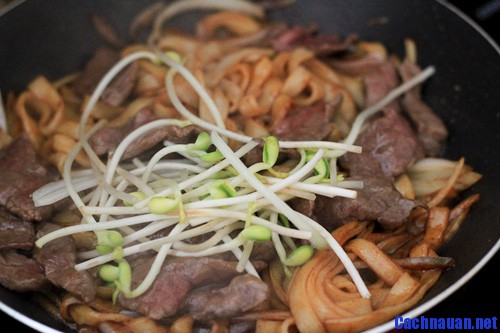 cach nau pho xao thit bo thom lung ai cung me 2 - Cách nấu phở xào thịt bò thơm lừng ai cũng mê