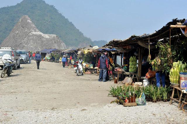 ghe cho trong may thung khe thuong thuc dac san tay bac - Ghé chợ trong mây Thung Khe thưởng thức đặc sản Tây Bắc