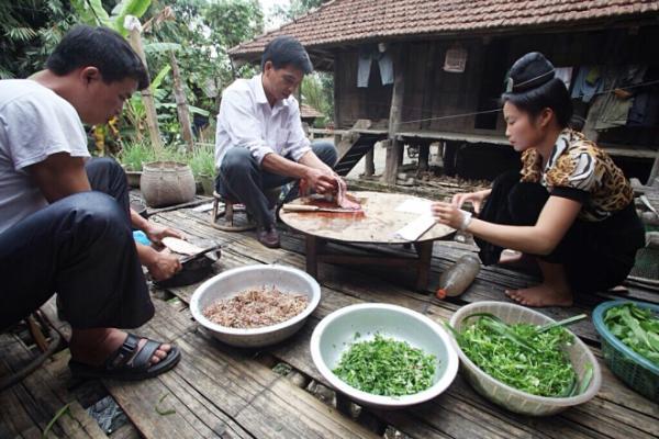 goi ca dai khach quy cua nguoi thai o dien bien 2 - Gỏi cá đãi khách quý của người Thái ở Điện Biên