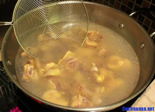 huong dan lam mon sup ga nam nong hoi va bo duong 1 - Hướng dẫn làm món súp gà nấm nóng hổi và bổ dưỡng