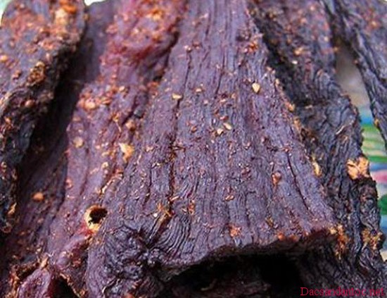 len dien bien xem nguoi thai den lam thit trau gac bep 7 - Lên Điện Biên xem người Thái đen làm thịt trâu gác bếp