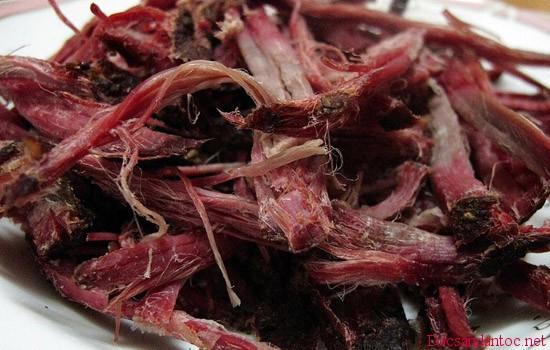 len dien bien xem nguoi thai den lam thit trau gac bep 8 - Lên Điện Biên xem người Thái đen làm thịt trâu gác bếp