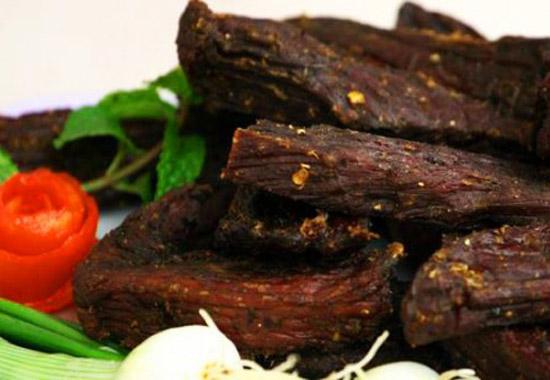 tong hop 5 mon an ngon noi tieng cua vung tay bac - Món thịt trâu khô gác bếp kiểu Tây Bắc