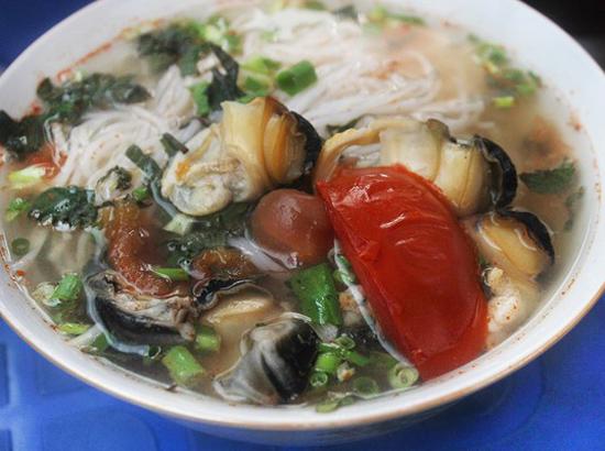 top 10 mon an noi tieng khong nen bo qua khi du lich ha noi 7 - Top 10 món ăn nổi tiếng không nên bỏ qua khi du lịch Hà Nội