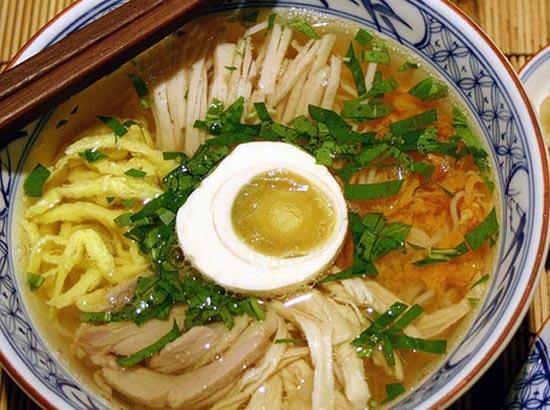top 10 mon an noi tieng khong nen bo qua khi du lich ha noi 9 - Top 10 món ăn nổi tiếng không nên bỏ qua khi du lịch Hà Nội