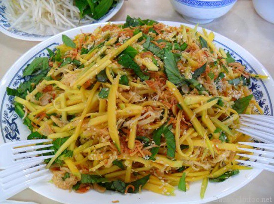 top 10 mon an noi tieng khong nen bo qua khi du lich ho chi minh 6 - Top 10 món ăn nổi tiếng không nên bỏ qua khi du lịch Hồ Chí Minh